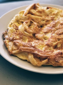 Omelet with French Fries and Feta (athensvoice.gr)